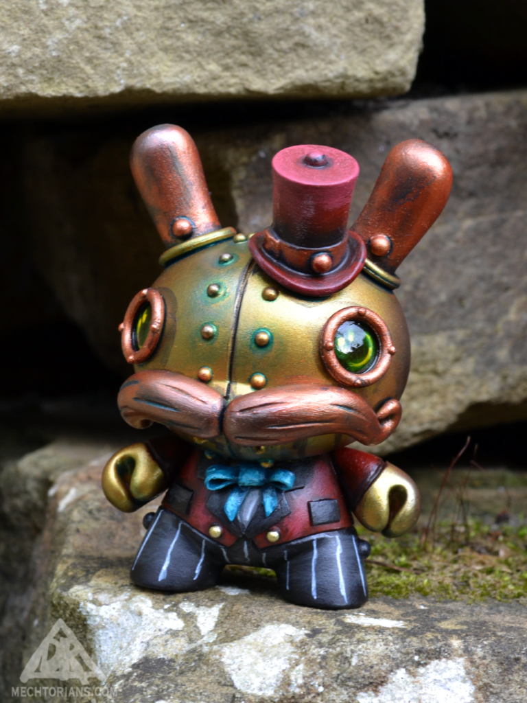 Customised Mechtorian Kidrobt Dunny figure by Doktor A.